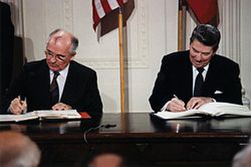 250pxreagan_and_gorbachev_signing